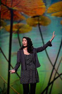 Sarah_Kay_esinemas_konverentsil_TED_2011._aastal._Foto_Steve_Jürvetson